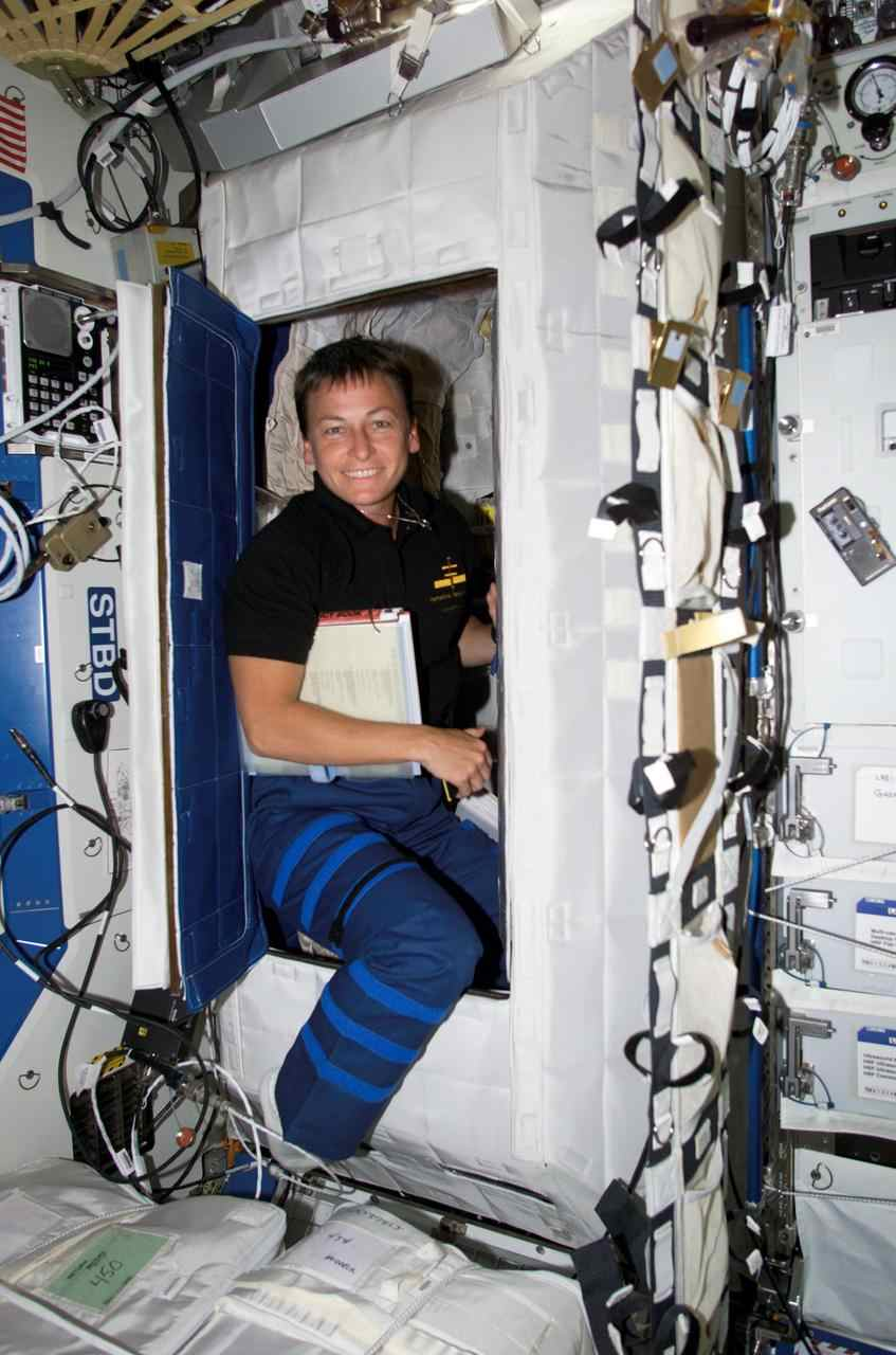 Astronaut Abby_Astronauts Time in Space_Sleep Cabin_The Mars Generation